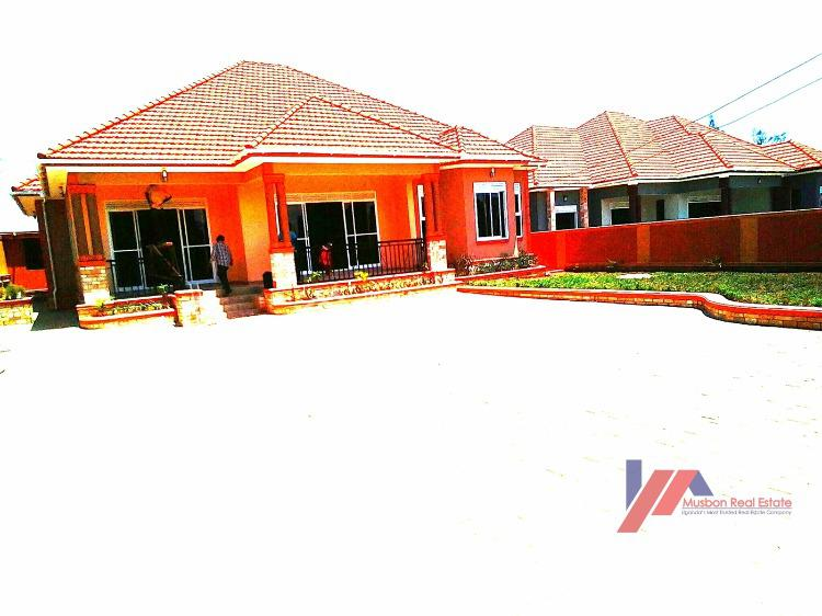 New Vibrant Bangalow, Kira Town, Wakiso, Central Region, Detached Bungalow for Sale